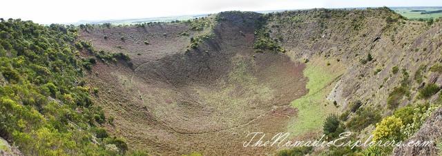 Australia, South Australia, Limestone Coast, Mt Gambier - спуск в кратер Mount Schank, ,