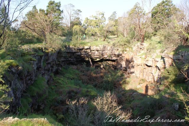 Australia, Victoria, Grampians, Mount Napier State Park - лавовые пещеры Byaduk Caves и Mt. Napier, ,